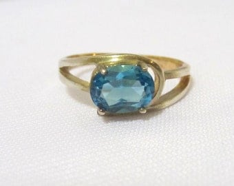 Vintage Sterling silver Oval Blue Topaz Band Ring Size 6.75