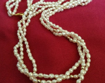 Vintage White and Gold-tone Bead Necklace (Item 196M)