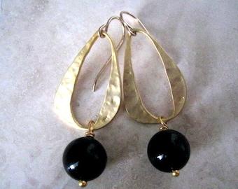 Black Onyx Earrings, Hammered Link Gold Earrings, Black Onyx Hammered Earrings, Clean and Modern Long Earrings, Dangle Earring