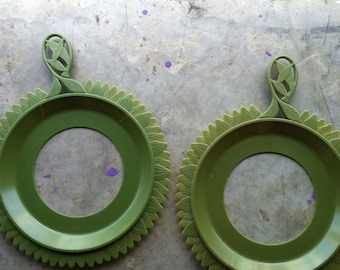 Set of PLATE MATE Plate Holders in orange or olive