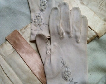 Pair of ladies vintage gloves & glove bag