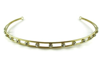 A simple and elegant designed hair band set with clear diamonties.