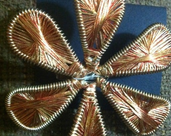 Vntg Pin COPPER WIRE FLOWER Beautiful Gold Tone