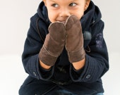 Brown winter mittens for kids made with sheep skin suede leather and soft fur. Really warm and practical