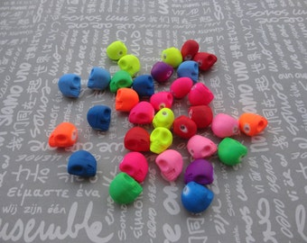 50pcs Mixed color Plastic Skull Beads Acrylic Skull Beads with 2mm Hole--13x12x10mm--BW2