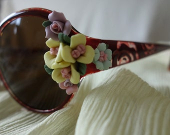 Sunglasses with beautiful roses
