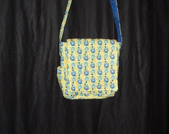 "Yellow mini messenger with hearts and ""hugs"""
