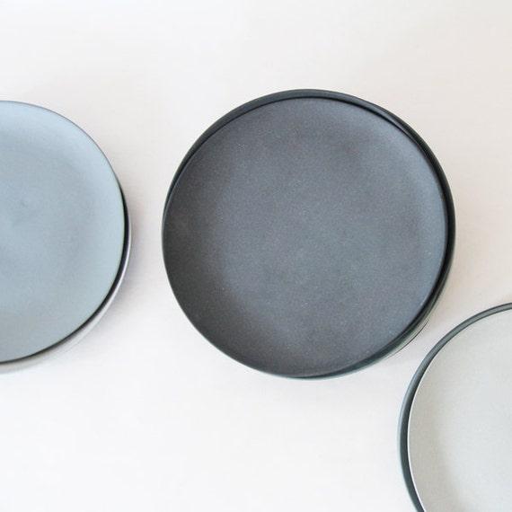 Teller Set Grau : teller porzellan grau set von goldenbiscotti auf etsy ~ Michelbontemps.com Haus und Dekorationen