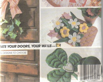 McCall's Crafts  9168 to Decorate your doors and walls