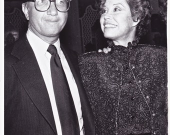 """Original photograph Mary Tyler Moore & Neil Simon - """"Fools"""" dated 4/7/81 (Broadway - Theater)---FREE SHIPPING !!!"""