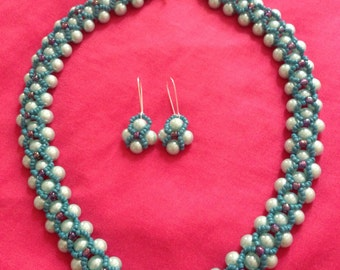Glass pearls necklace and earrings set