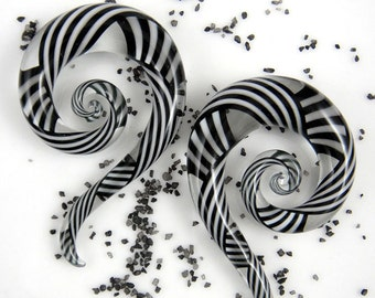 2G - 00G   Black & White Crisscross   Mini Spiral Snakes - Glassheart Body Jewelry for Stretched Ears - Handmade with love in Portland, OR