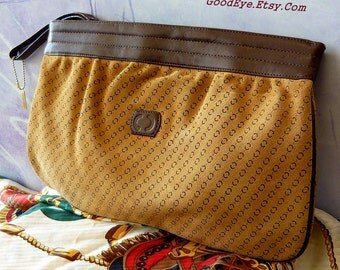 Vintage 80s Leather and Suede Clutch Purse C C LOGO Bag Carraige Court Medium  Never Worn Wristlet