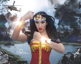 Classic Wonder Woman Tiara and cuff bracers Gold or Silver Costume accessory set with Red Star