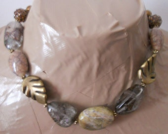 ESSENCE choker statement necklace