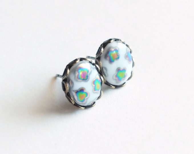Iridescent Rainbow Post Earrings Vintage Peacock Glass Studs Oil Slick Glass Cabochons Cute Floral Earrings