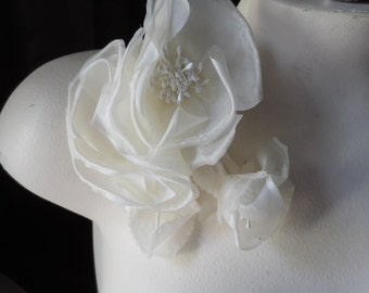 SALE Silk Rose IVORY Triple Blossom Wild Rose for Bridal, Boutonnieres, Sashes, Bouquets, Corsages, Millinery MF122