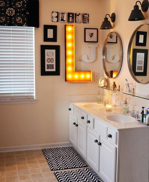 decoración con letras baño