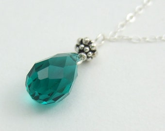 Necklace with Green Crystal Teardrop and Daisies CDN-513