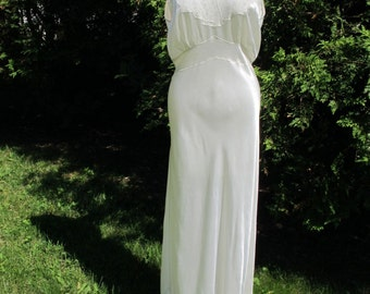 1940's Cream Bias Cut Satin & Lace Nightgown Old-Hollywood Glamour