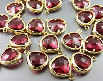 2 Ruby red 11mm abstract triangle glass charms, charms for jewelry making / jewelry supplies 5118G-RU-11 (bright gold, ruby, 11mm, 2 pieces)