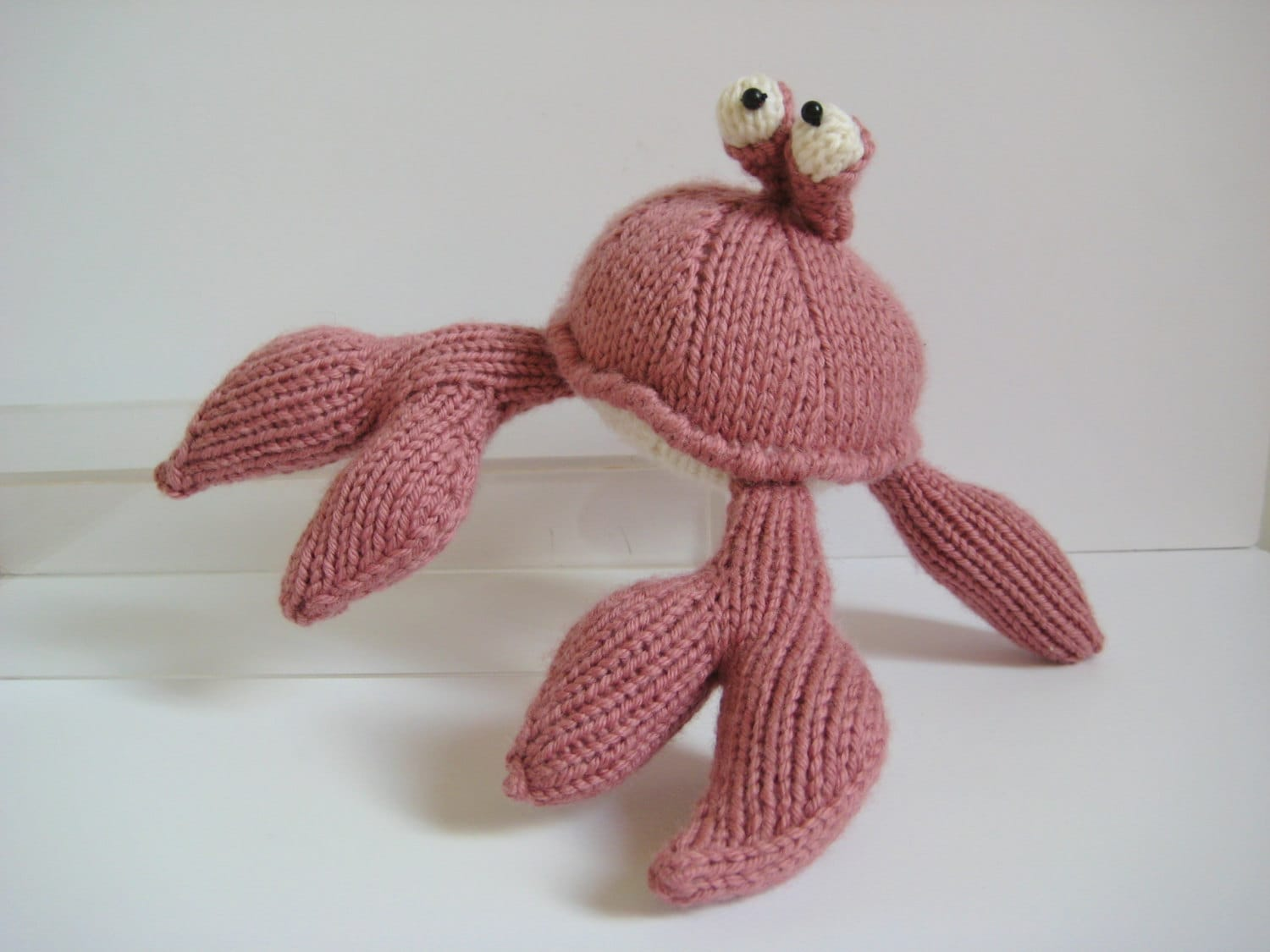 Pinky the Crab toy knitting pattern by fluffandfuzz on Etsy