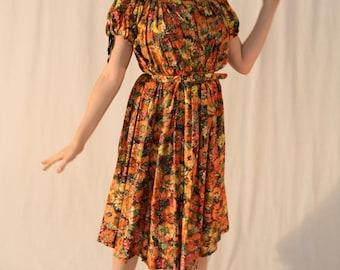 Vintage 70s Dress: Sunflower Floral Print, Boho Peasant One Size Fits Most