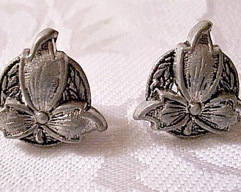 Leaf Ring Clip On Earrings Silver Tone Vintage Black Accent Round Imprinted Back