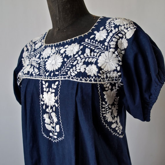 Vintage mexican embroidered dress navy blue and white s
