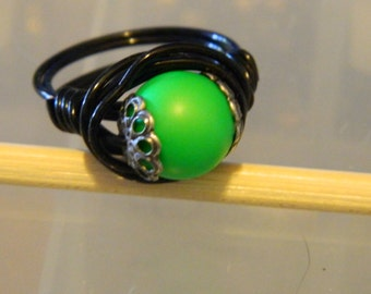 Ring Swarovski Pearl Wire Wrap Ring Neon Green Pearl Black Wire
