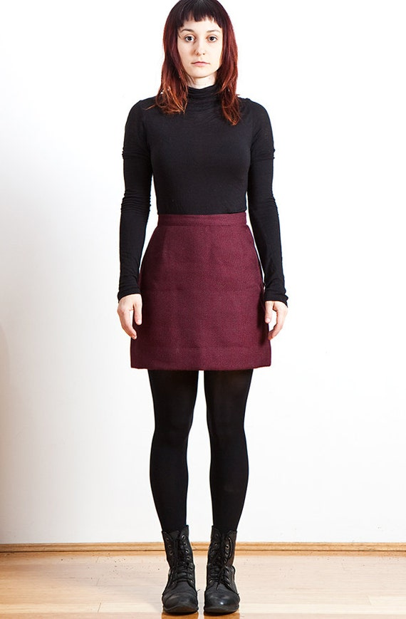 90s High Waisted Maroon Woven Mini Skirt with Satin Lining
