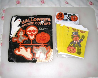 5 Halloween Cookie Cutters and 1981 Set of 30 Treat Bags / Vintage / Made In USA / Free US Shipping