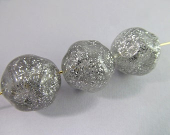 8 Vintage 18mm Silver Lucite Glitter Nugget Beads Bd907