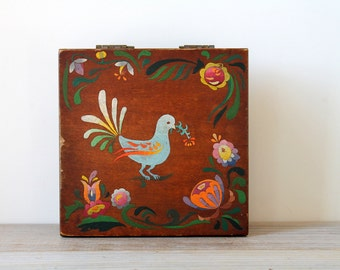 Vintage folk style wood box / folk bird / rustic farm house style / home decor / tole painted trinket storage box / hand painted flowers