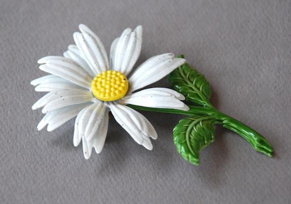 Vintage Daisy Brooch White Enamel Flower Green Leaves Mod Bridal Bouquet Supply 1960's // Vintage Costume Jewelry