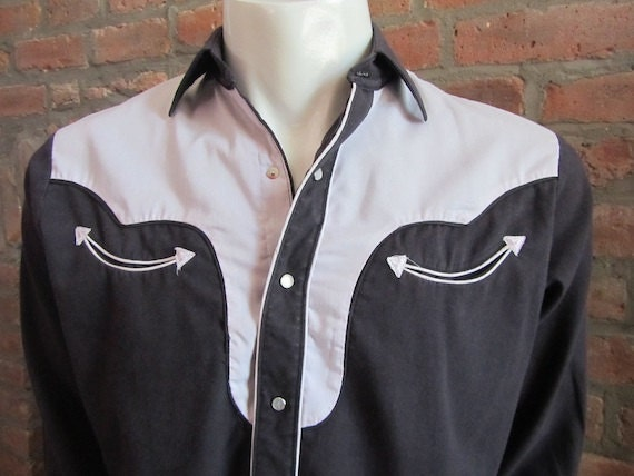 Mens MEDIUM cowboy shirt, Red Rider, vintage, black and white two toned, pearl snaps (437)