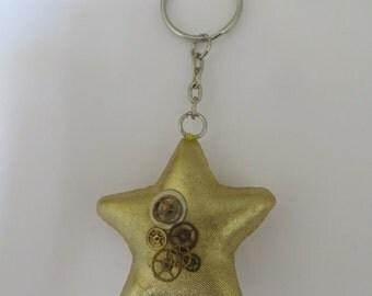 Gold steampunk star keyring