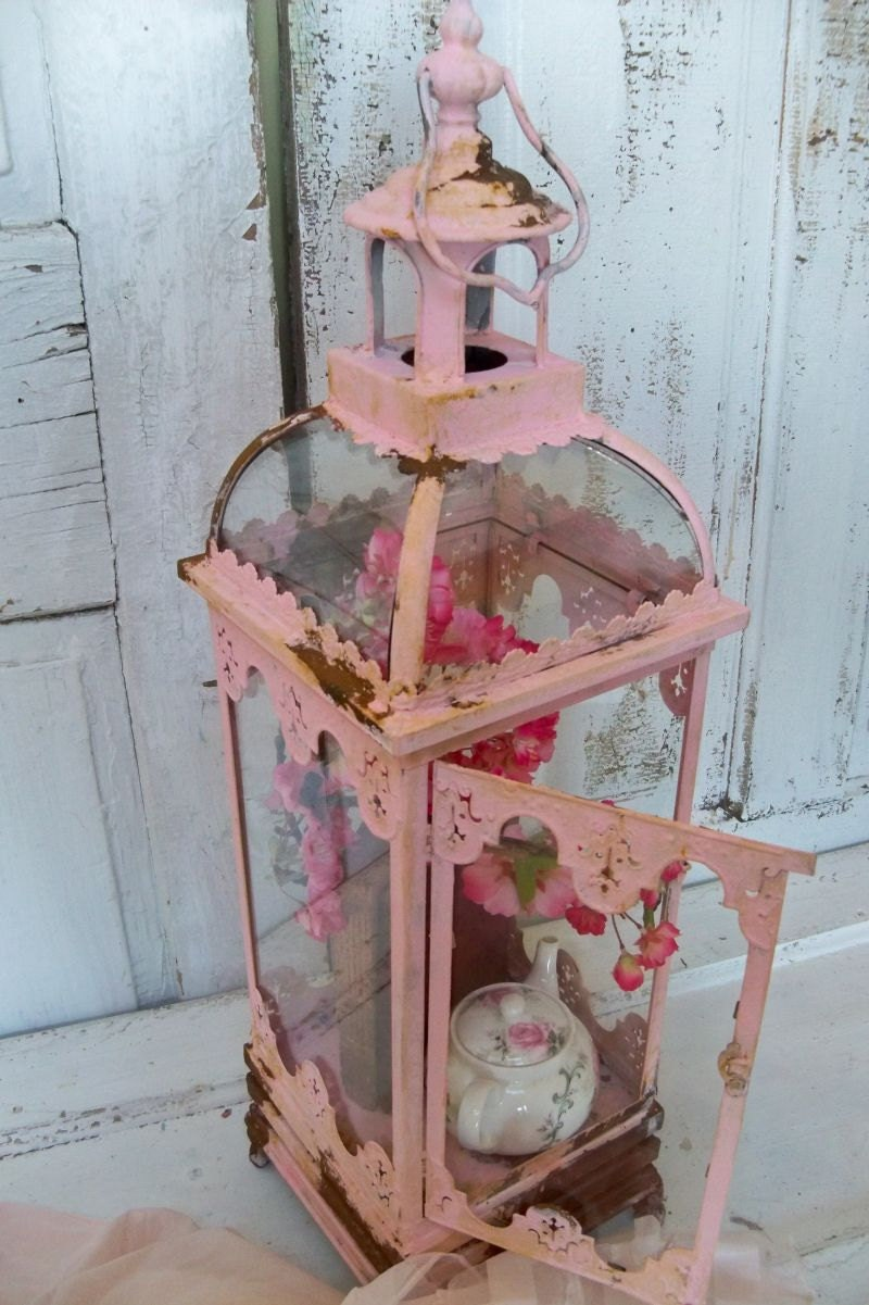 Pink shabby chic display case glass and metal vitrine rusted for Shabby chic vitrine