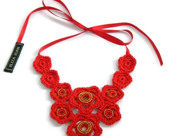 Red necklace / Statement necklace / Bib necklace / Flower necklace / Red flowers / Beaded necklace / Crochet jewelry