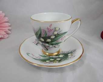Vintage Society English Bone China Teacup Footed English Teacup and Saucer  Charming English Tea cup