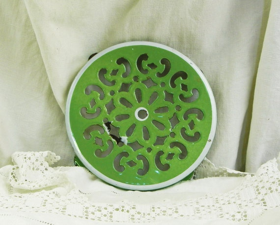 Vintage French Pea Green Enamelware Metal Trivet / Hot Plate / Heat Mat, Country Cottage Kitchen Decor, Enameled Kitchenware from France