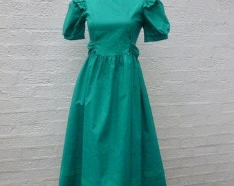 Laura ashley dress cotton clothing flower girls dress vintage green clothes teens fashion 1980s British made UK vintage English clothing.