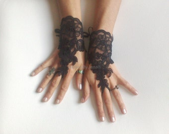 FREE SHIP---Wedding Gloves, Black lace gloves, Fingerless Gloves, bride, bridal gloves, Steampunk, gothic gloves, Victorian gloves