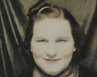 Mona Lisa Smile - 1940's Young Woman Photo Booth Photo - Free Shipping
