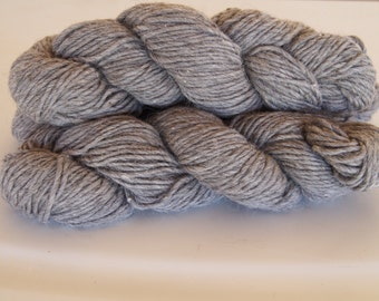 Navajo Churro NATURAL LIGHT GREY wool yarn. Bulky weight singles. Knits up 2.5 stitches on size 15gauge knitting needles.