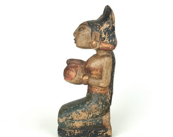Offer from an Indonesian woman - Polychrome house temple figurine