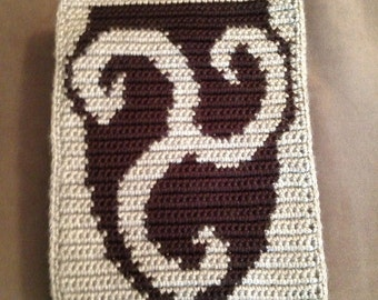 Skyrim inspired crochet/cross-stitch PDF pattern of Morthal crest