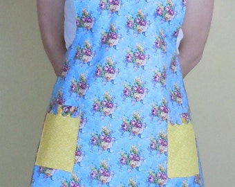 Women's floral/scalloped apron