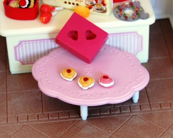 1/12 scale Heart shaped pastry Mold/Mould for Resin, Polymer clay & Air dry Clay 0,8 cm x 0,7 cm
