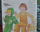 Butterick 5577 - Betsey Johnson Toddlers Outfit - Overalls, Shirt, Hoodie / Hooded Jacket - Very Cute Vintage 1970s Pattern - Size 3 - UNCUT